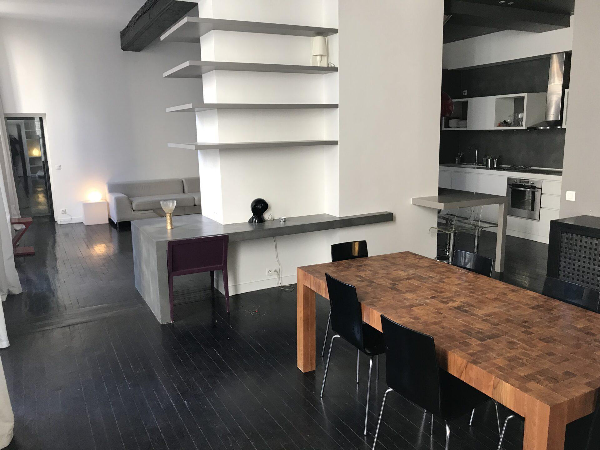 grand séjour avec cuisine ouverte